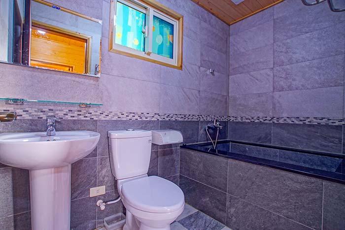 三樓公共衛浴(泡澡池)
