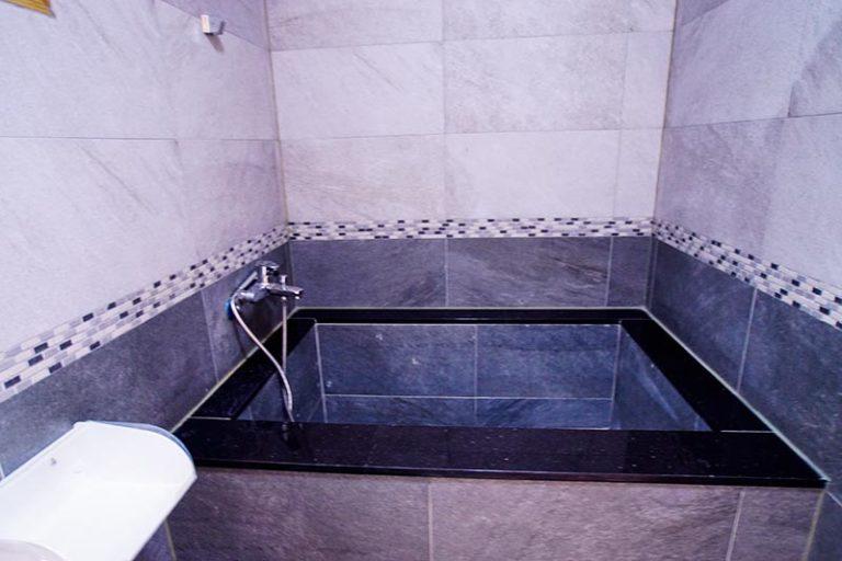 二樓泡澡浴缸